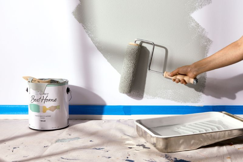 Is-It-Better-To-Paint-With-A-Roller-Or-Spray-Gun